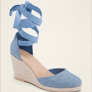 BNWOT Old Navy Lace-up Wedges